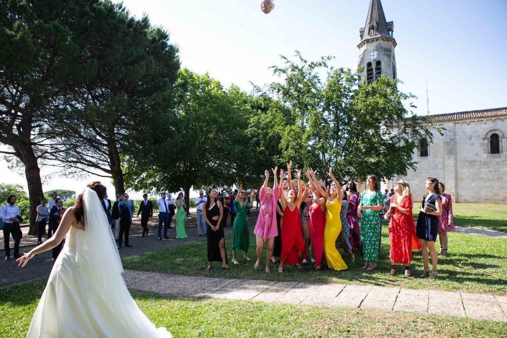 photos lancé du bouquet robe de mariée
