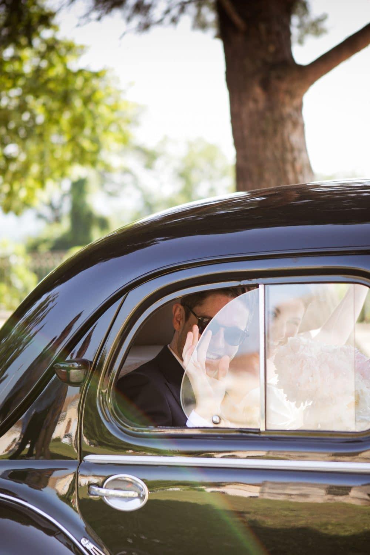 Sortie d'église couple voiture photographe landes